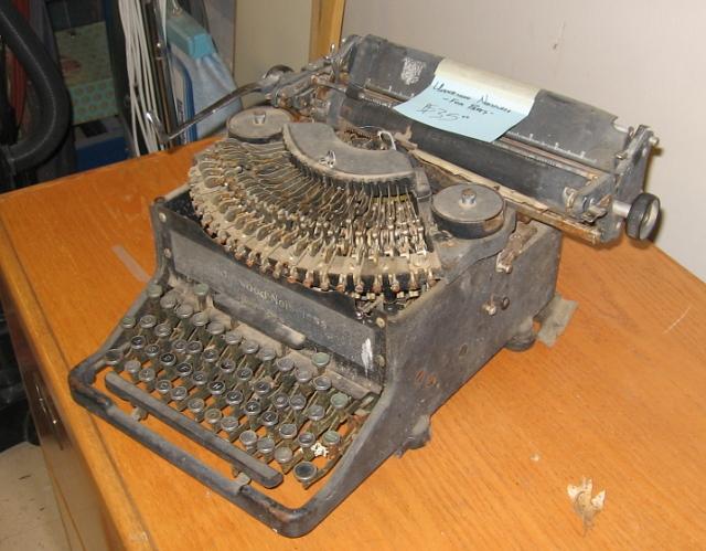 http://w3.gorge.net/jwahlstrom/typewriters/un41b.jpg